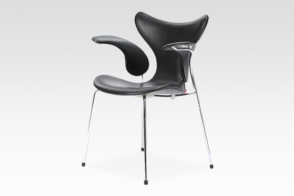 "Arne Jacobsen  Eight chair ""Lily""  Fritz Hansen (2).jpg"
