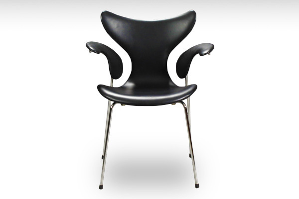 Arne Jacobsen  Eight chair Lily  Fritz Hansen-01.jpg