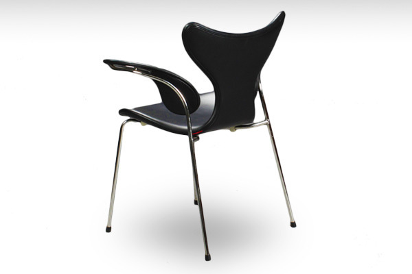 Arne Jacobsen  Eight chair Lily  Fritz Hansen-02.jpg