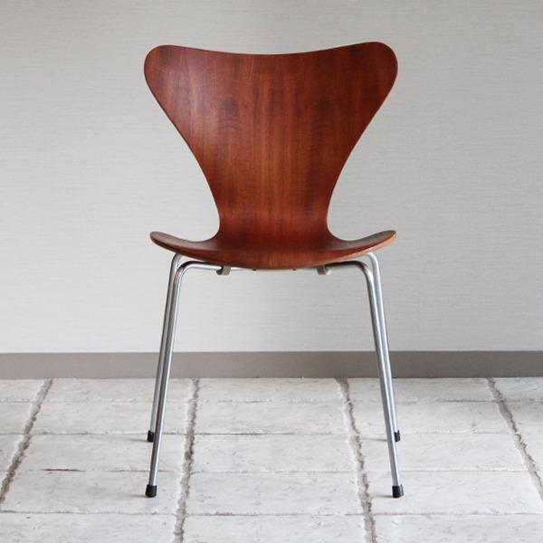 Arne Jacobsen  Seven chair. Teak  Fritz Hansen1-01 (2).jpg