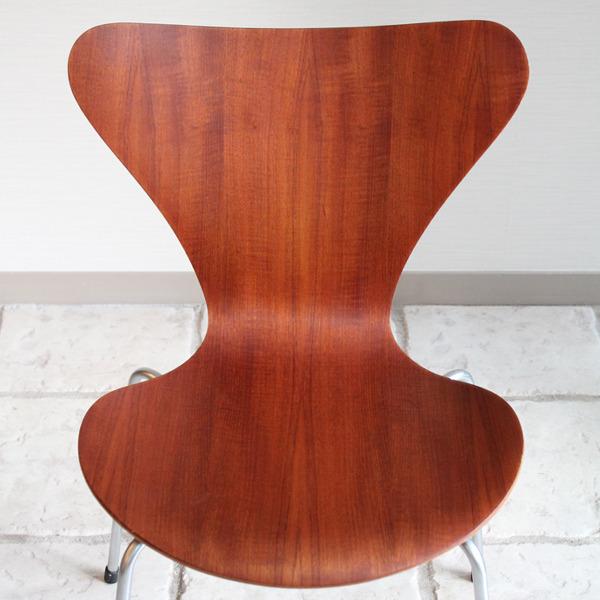 Arne Jacobsen  Seven chair. Teak  Fritz Hansen1-06.jpg