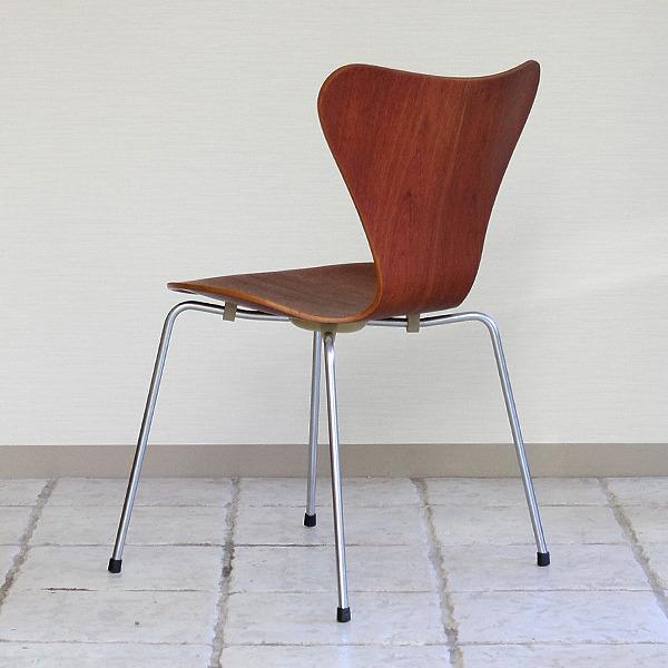 Arne Jacobsen  Seven chair. Teak  Fritz Hansen (13).jpg