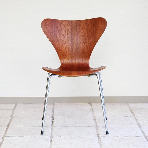 Arne Jacobsen  Seven chair. Teak  Fritz Hansen (25).jpg