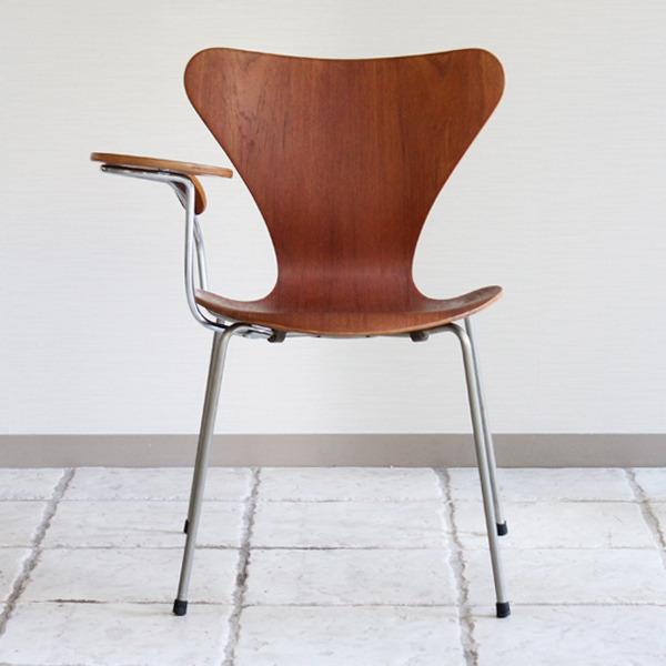 Arne Jacobsen  Seven chair Teak  Fritz Hansen-04.jpg
