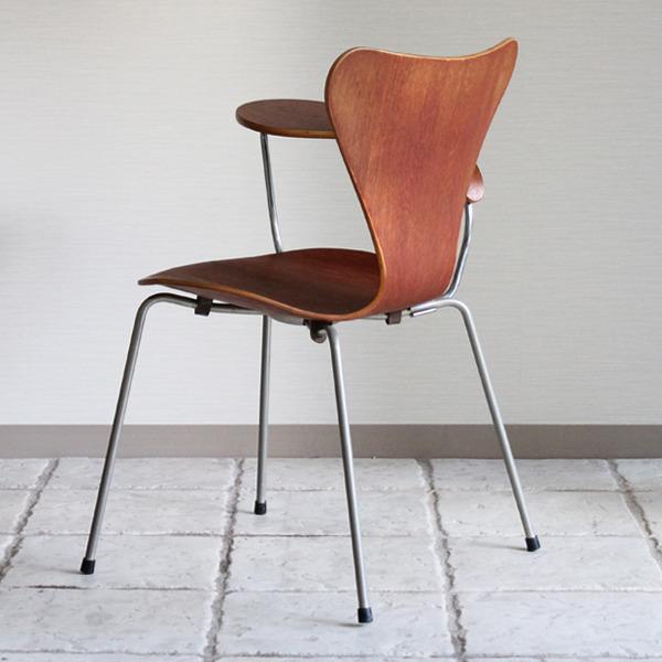 Arne Jacobsen  Seven chair Teak  Fritz Hansen-05.jpg