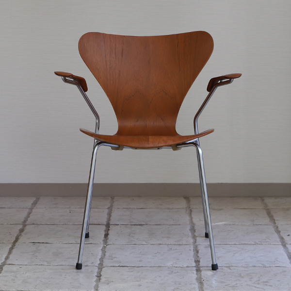 Arne Jacobsen  Seven chair model 3207 Teak  Fritz Hansen (10).jpg