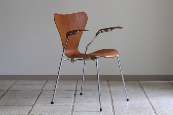 Arne Jacobsen  Seven chair model 3207 Teak  Fritz Hansen (11).jpg
