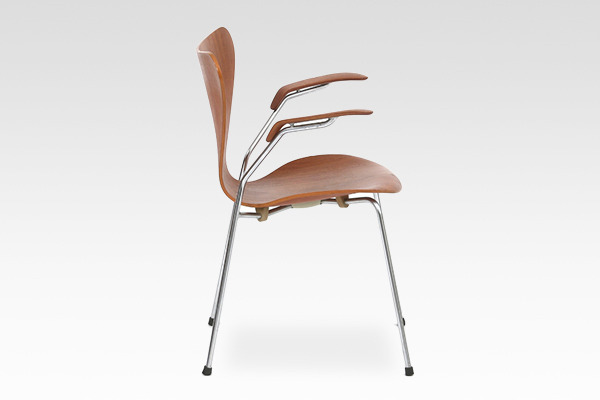 Arne Jacobsen  Seven chair model 3207 Teak  Fritz Hansen (2).jpg