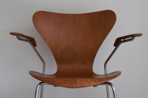 Arne Jacobsen  Seven chair model 3207 Teak  Fritz Hansen (4).jpg