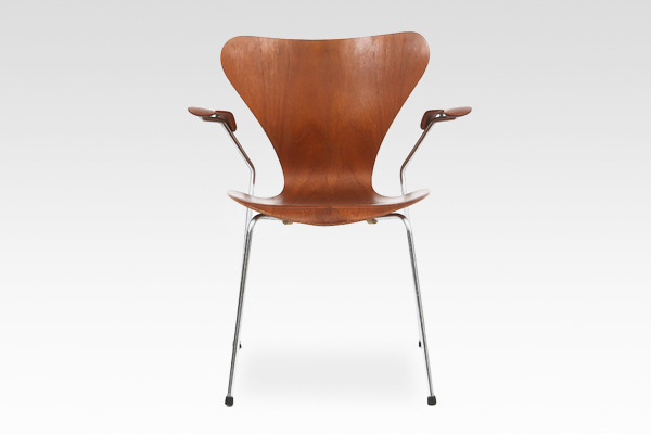 Arne Jacobsen  Seven chair model 3207 Teak  Fritz Hansen (5).jpg