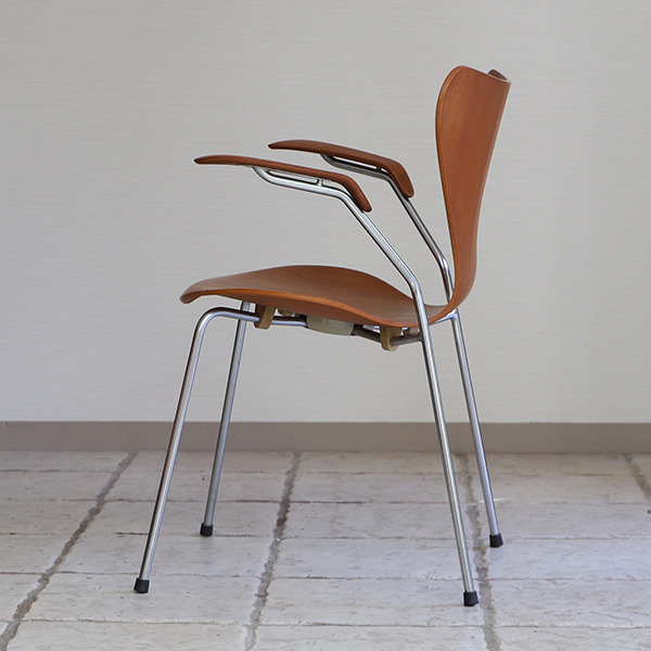 Arne Jacobsen  Seven chair model 3207 Teak  Fritz Hansen (6).jpg