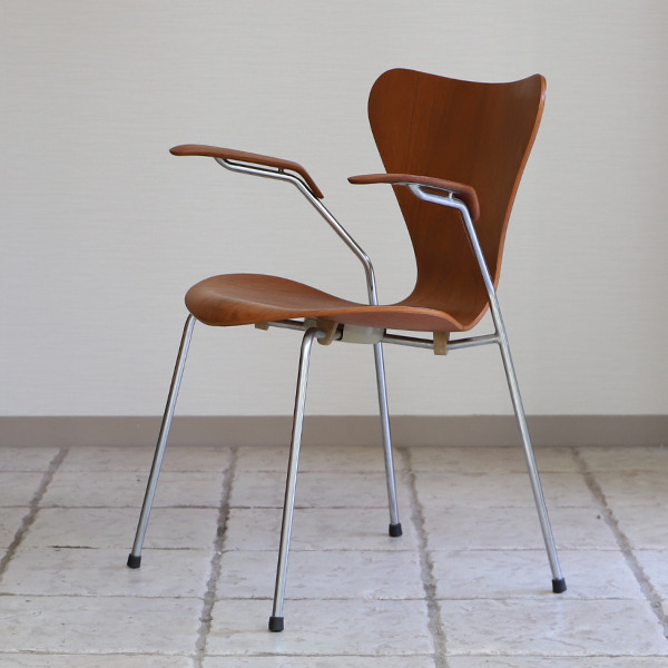 Arne Jacobsen  Seven chair model 3207 Teak  Fritz Hansen (8).jpg