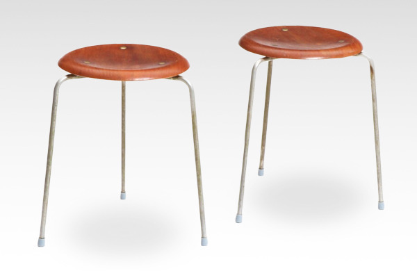 Arne Jacobsen  Stool. model 3170  Fritz Hansen.jpg