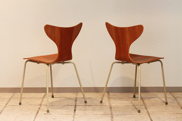 Arne Jacobsen LILY eight chiar-02.jpg