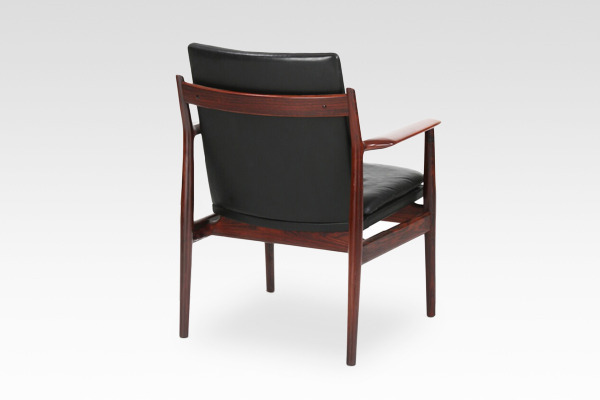 Arne Vodder  Armchair.model 431 Brazilian rosewood  Sibast (3).jpg