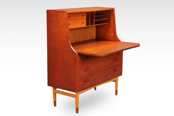 Børge-Mogensen-Writing-desk&chest-.Søborg-Møbler-02.jpg