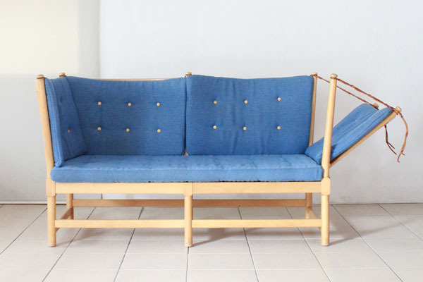 Borge-Mogensen-spoke-back-sofa-02.jpg