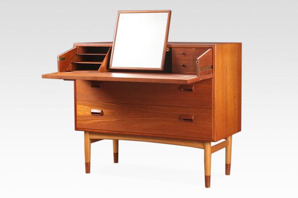 Borge Mogensen  Chest&Dresser.Model 133  Soborg Mobler (2).jpg