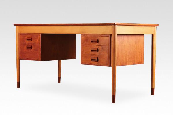 Borge Mogensen  Desk  Soborg Mobler (1).jpg