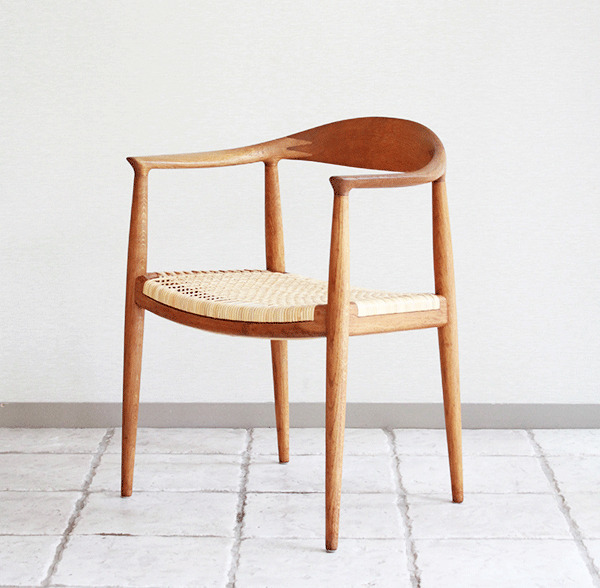 ウェグナーーHans-J.-Wegner-The-chair-02.jpg
