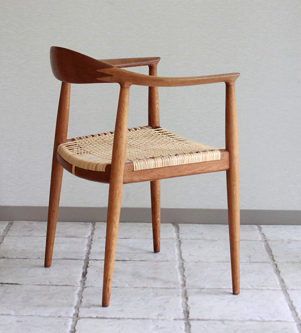 ウェグナーーHans-J.-Wegner-The-chair-03.jpg