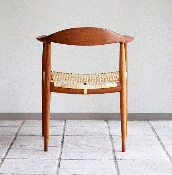 ウェグナーーHans-J.-Wegner-The-chair-04.jpg