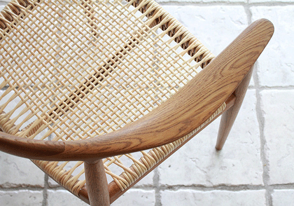 ウェグナーーHans-J.-Wegner-The-chair-06.jpg