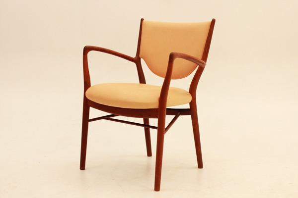 Finn-Juhl--Armchair-NV46-01.jpg