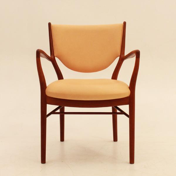 Finn-Juhl--Armchair-NV46-02.jpg