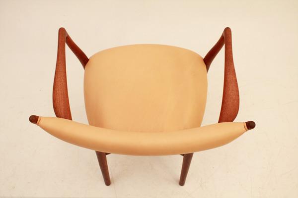 Finn-Juhl--Armchair-NV46-04.jpg