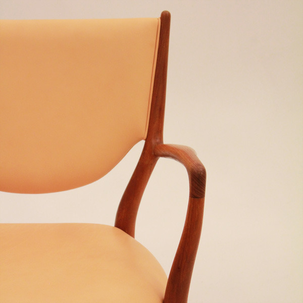 Finn-Juhl--Armchair-NV46-05.jpg