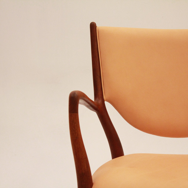Finn-Juhl--Armchair-NV46-06.jpg