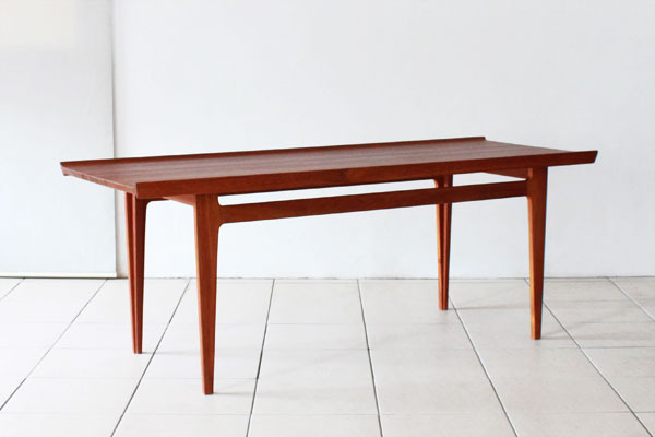 Finn-Juhl-Center-table-01.jpg