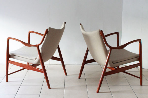 Finn-Juhl-Pair-of-NV45-chairs-02.jpg