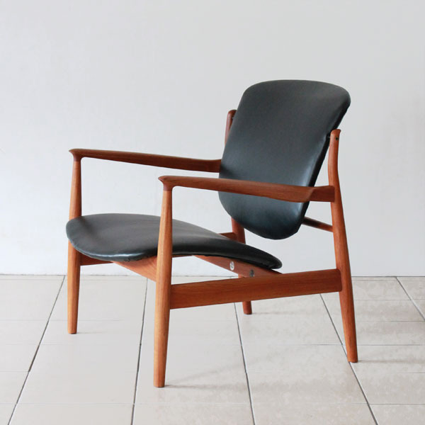 Finn-Juhl-easy-chair-FD136-02.jpg