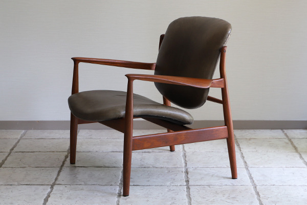 Finn Juhl  Easy chair. FD136  France & Son (1).jpg