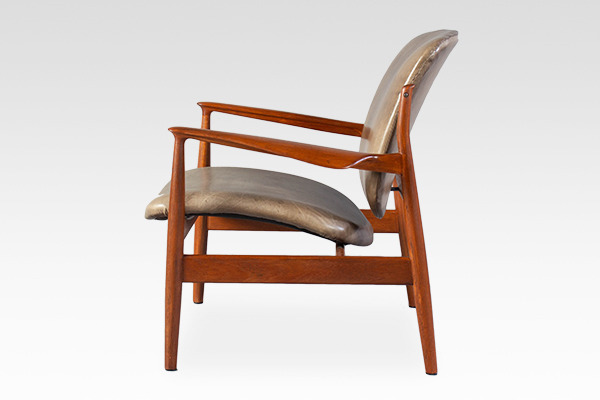 Finn Juhl  Easy chair. FD136  France & Son (1).jpg