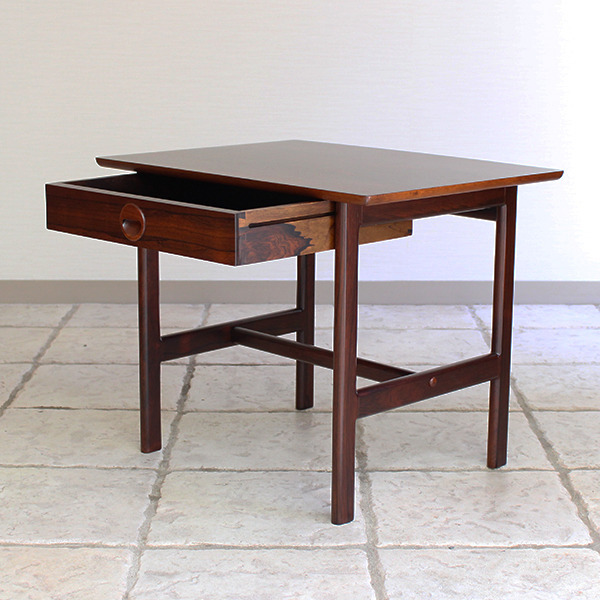 Grete Jalk  Side Table .Rosewood  P. Jeppesen (8).jpg
