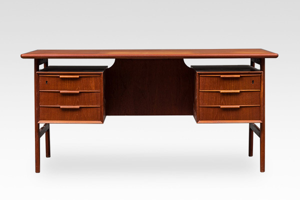 Gunni Omann  Desk. Model 75  Omann Jun  (1).jpg