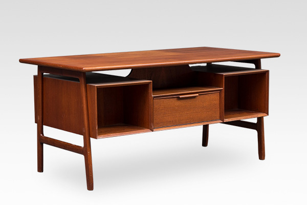 Gunni Omann  Desk. Model 75  Omann Jun  (2).jpg