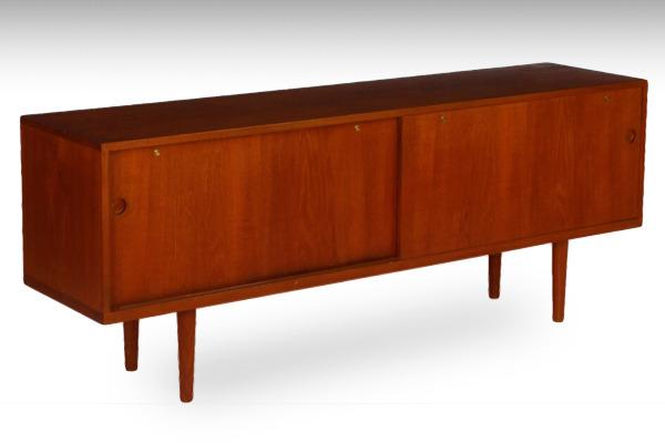 Hans-J-Wegner--sideboard.-RY26--teak-Ry-Mobler-01.jpg