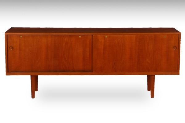 Hans-J-Wegner--sideboard.-RY26--teak-Ry-Mobler-02.jpg