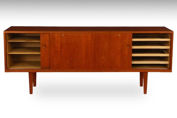 Hans-J-Wegner--sideboard.-RY26--teak-Ry-Mobler-03.jpg