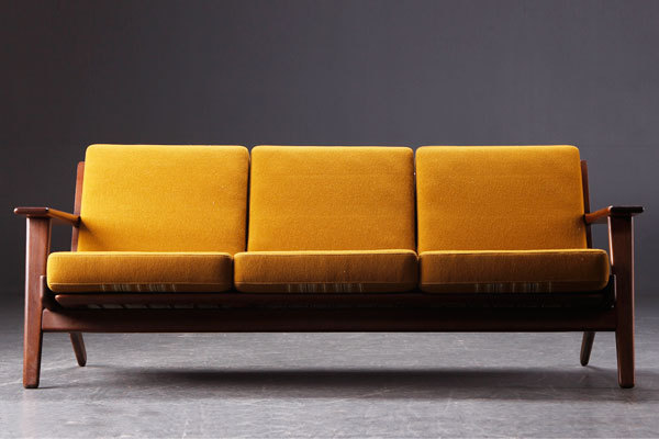 Hans-J.-Wegner.-Three-seater-sofa-GE-290-02.jpg
