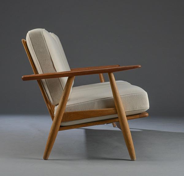Hans-J.-Wegner--Sofa-GE-240---GETAMA-05.jpg