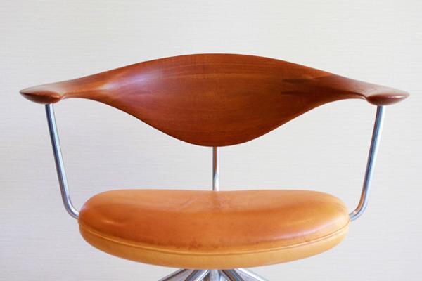 Hans-J.-Wegner--Swivelchair.-PP-502--PP-mobler-02.jpg