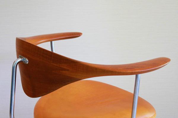 Hans-J.-Wegner--Swivelchair.-PP-502--PP-mobler-03.jpg