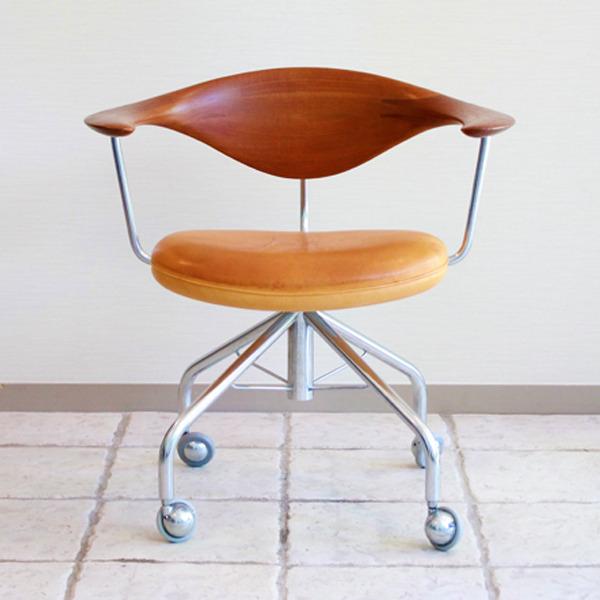 Hans-J.-Wegner--Swivelchair.-PP-502--PP-mobler-06.jpg