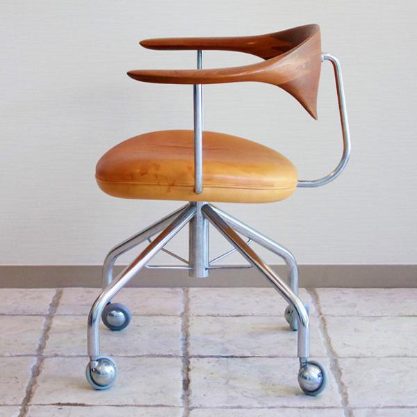 Hans-J.-Wegner--Swivelchair.-PP-502--PP-mobler-08.jpg