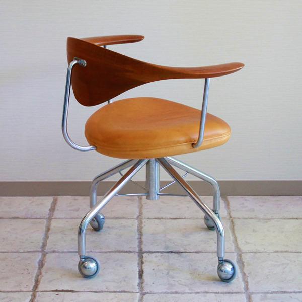 Hans-J.-Wegner--Swivelchair.-PP-502--PP-mobler-09.jpg
